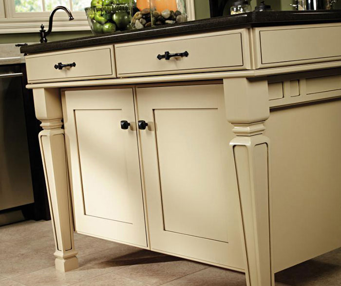 Shaker style kitchen cabinets by Decora Cabinetry
