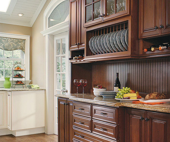 Small Kitchen Design with Traditional Cabinets