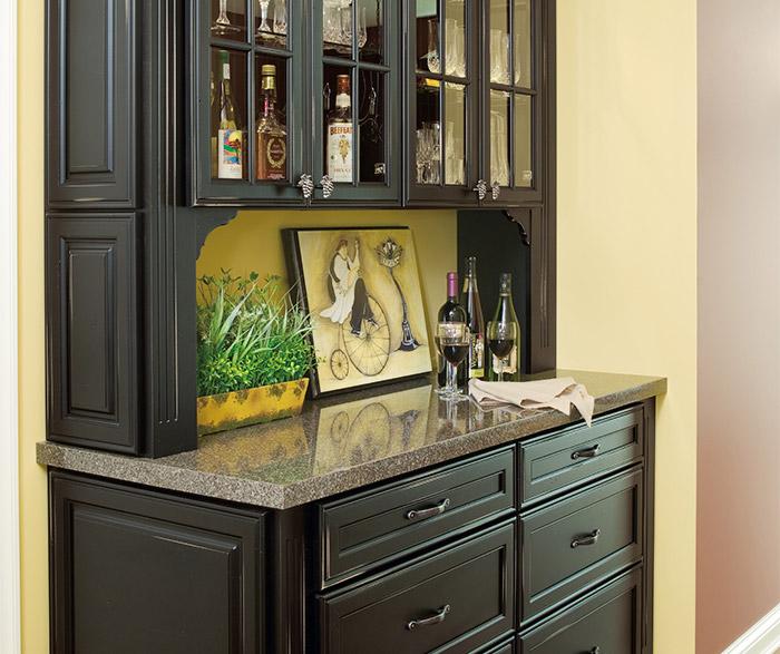 Gentil PlazaMCtEGalleMJtVK4; Off White Kitchen With Black Island Cabinets ...