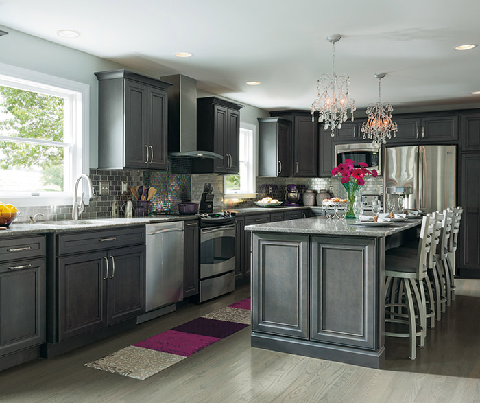 Leyden grey kitchen cabinets in maple cobblestone